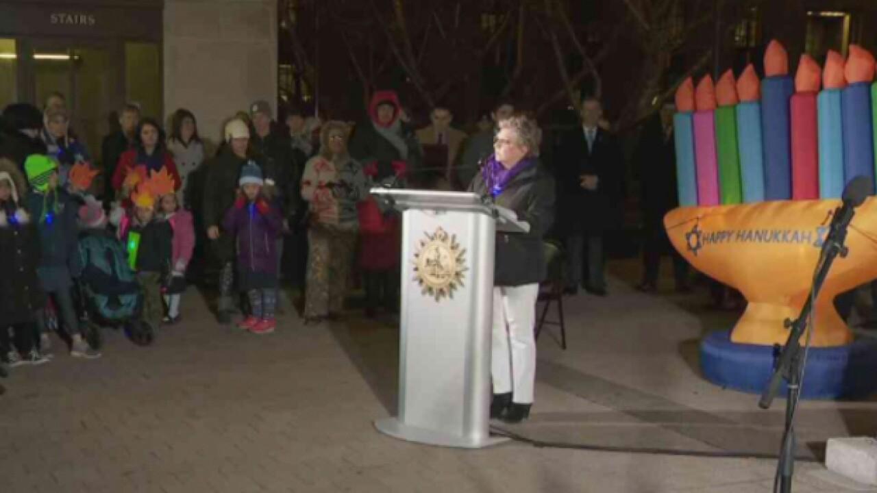 Mayor, Rabbi light Nashville Menorah