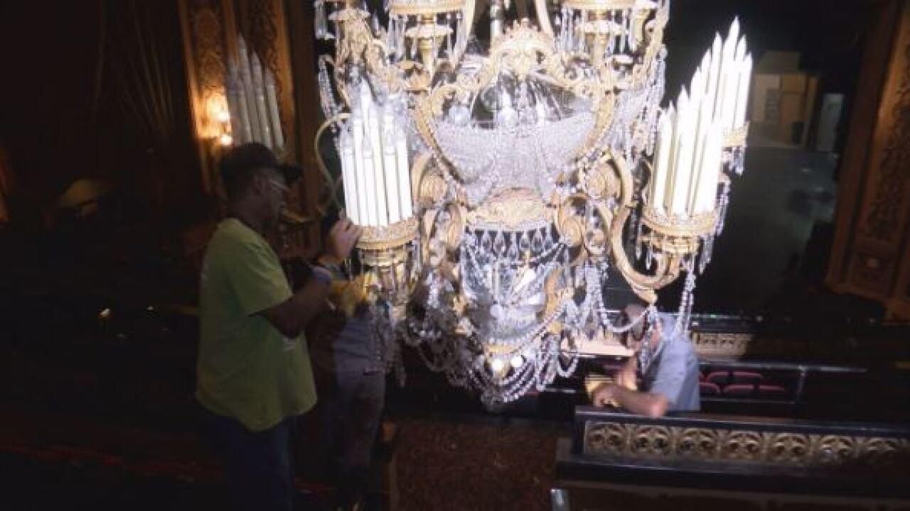 Grand chandelier.JPG