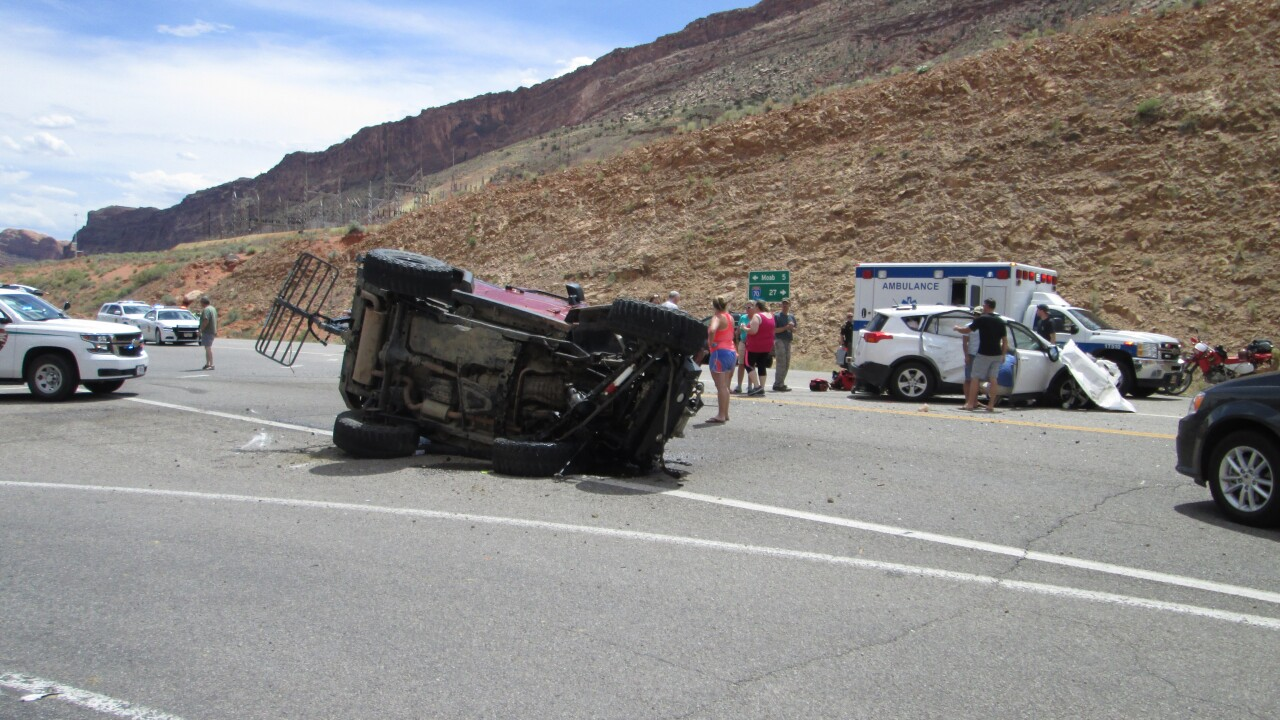 Teen girl dies after crash near entrance to Arches National Park