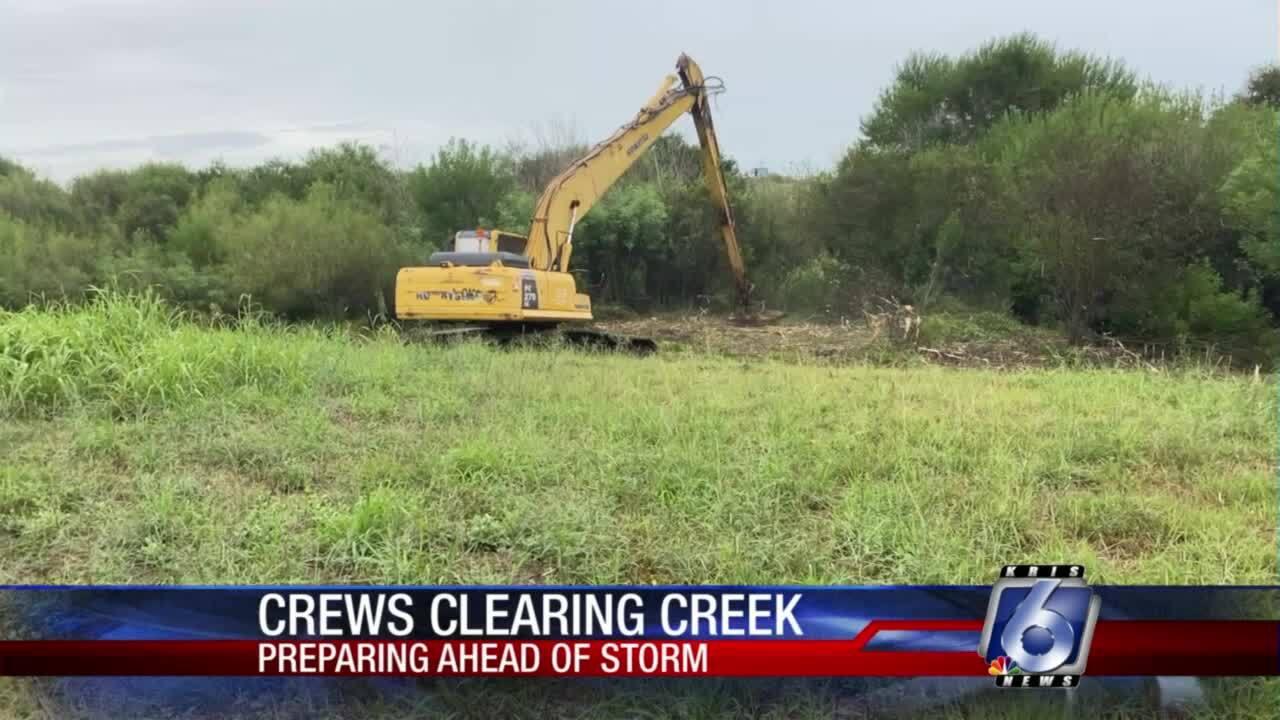 City crews clean La Volla Creek