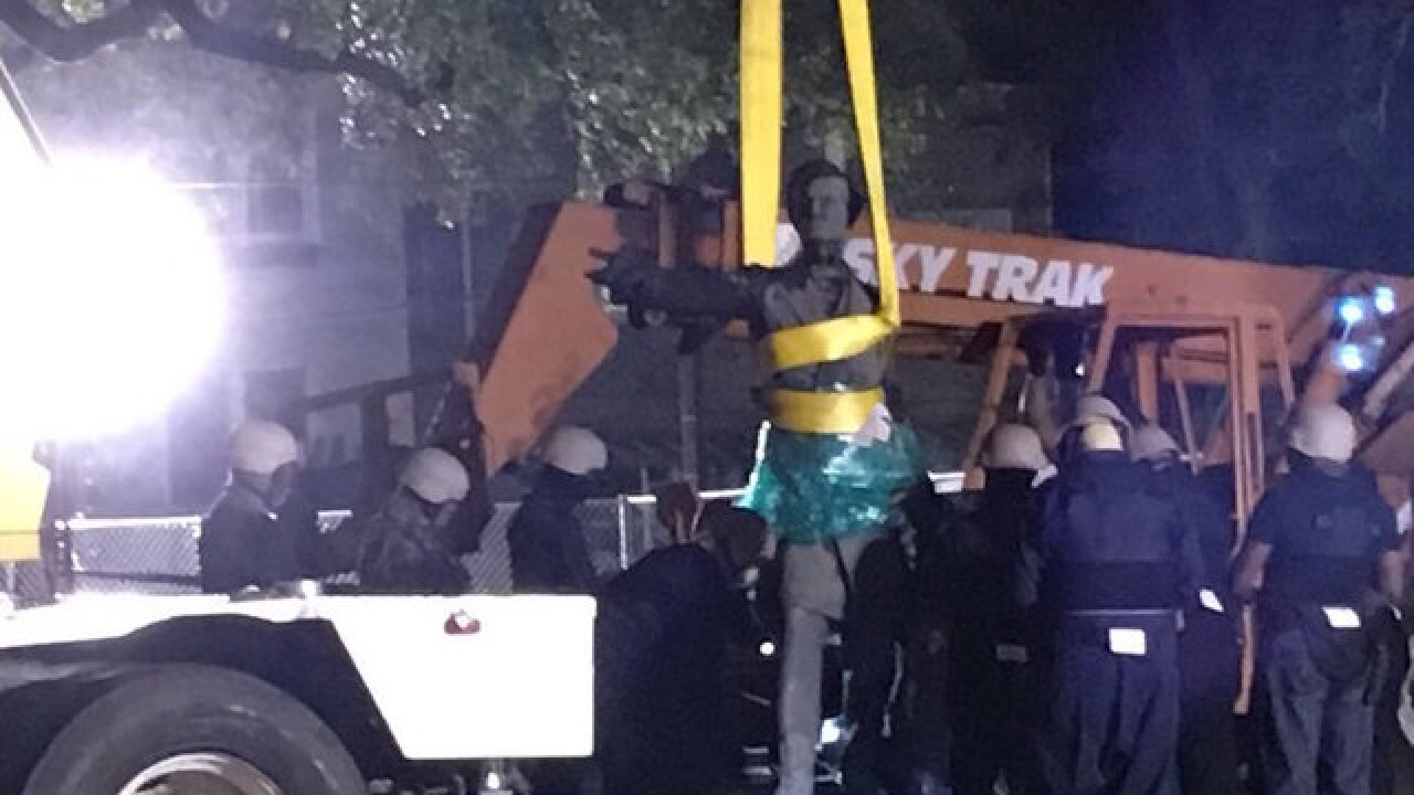 Opposing crowds assemble as New Orleans begins removing Confederate monument