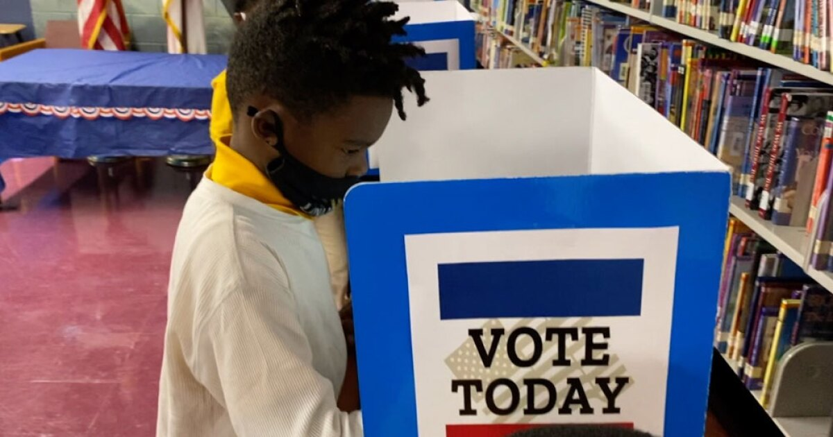 Tampa Bay teachers help students learn about election processes during busy election year