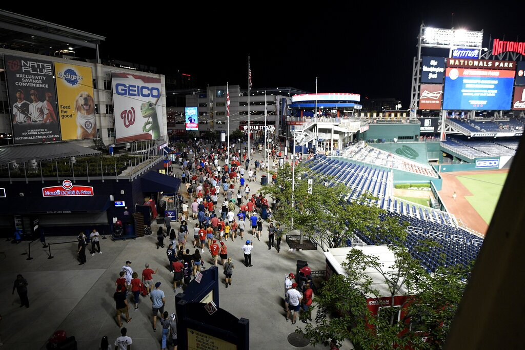 Padres-Nationals game suspended after shooting near stadium