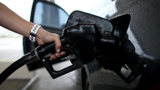 Gas prices decline ahead of Thanksgiving