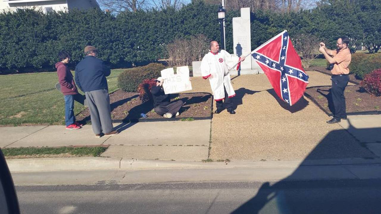 Why man was wearing white-robe and holding Confederate flag in Colonial Heights
