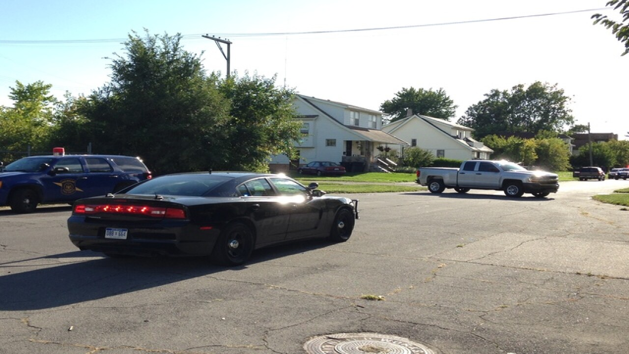 Federal agents on scene of barricaded gunman