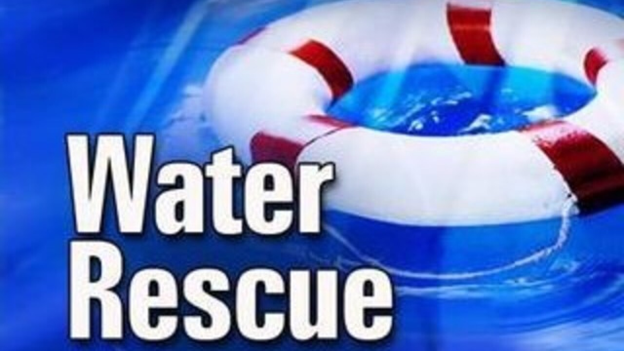 Man saved by water rescue in Manitowoc River
