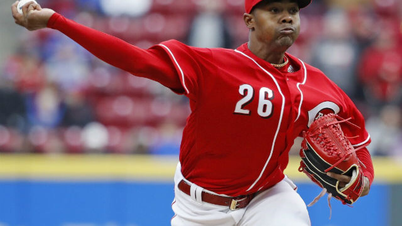 Reds lock up Iglesias for 3 years, $24.125M
