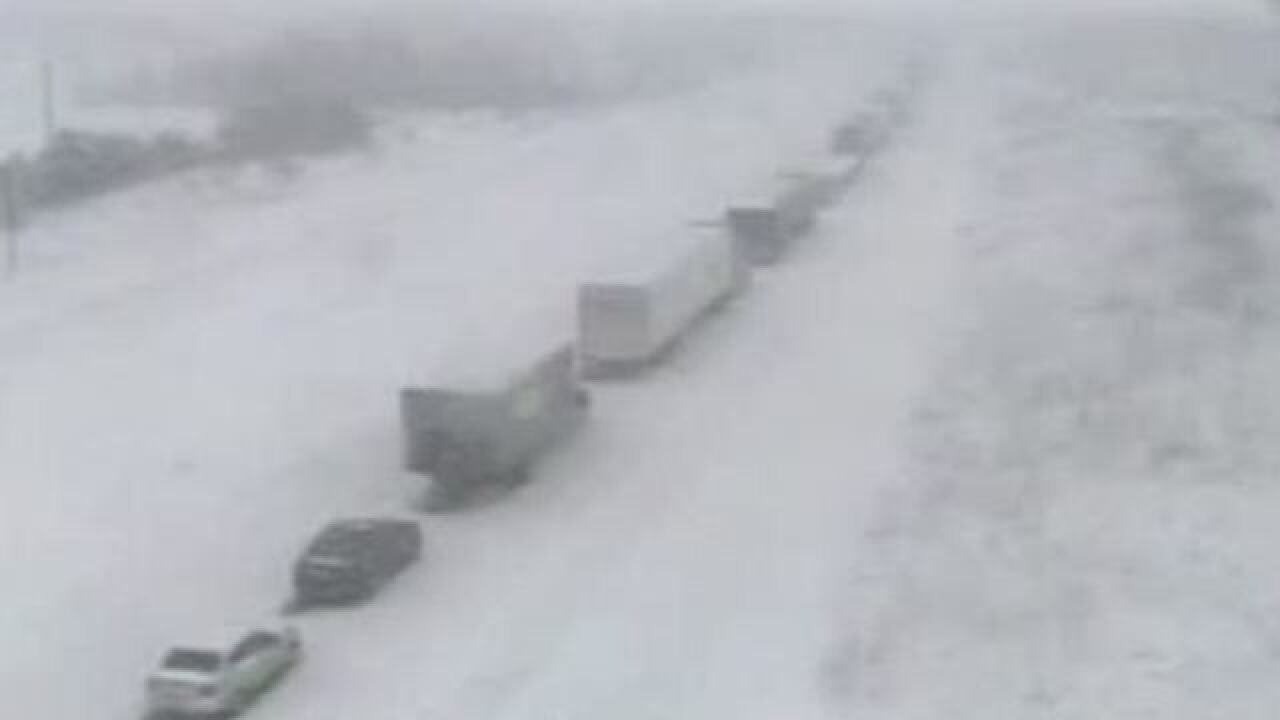Pileup accident closes I-41 near Slinger