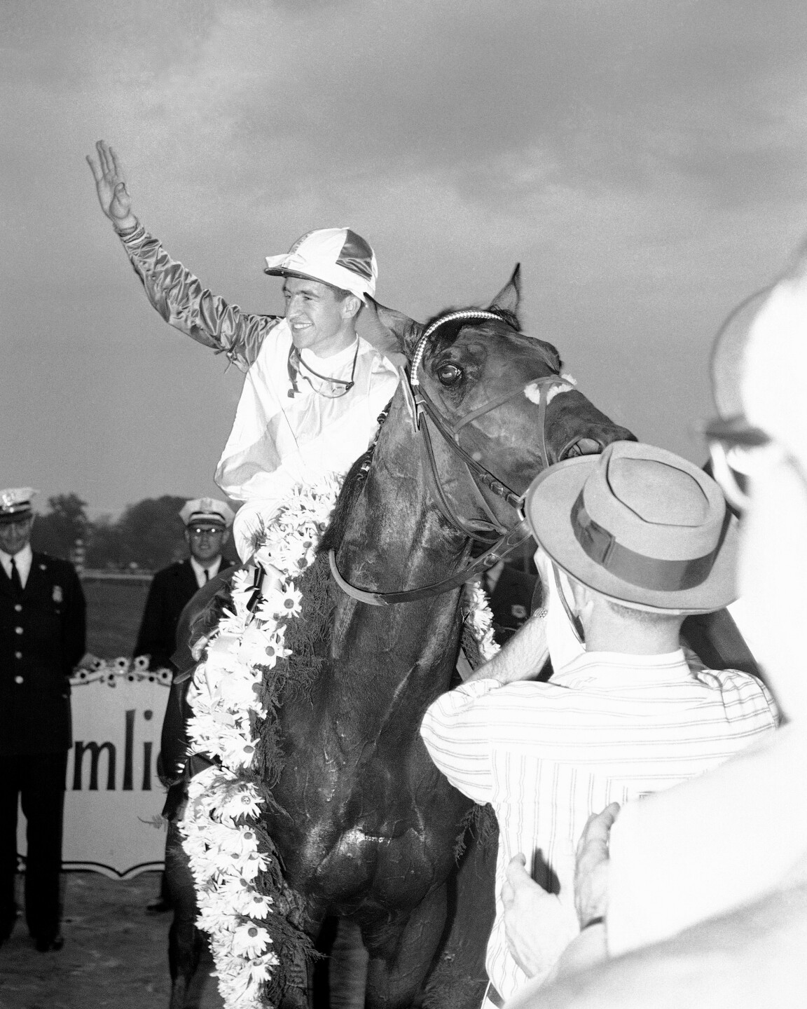 Robert Ussery with horse Bally Ache after winning 1960 Preakness Stakes