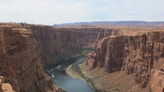 Man falls to his death while taking photos at Arizona overlook