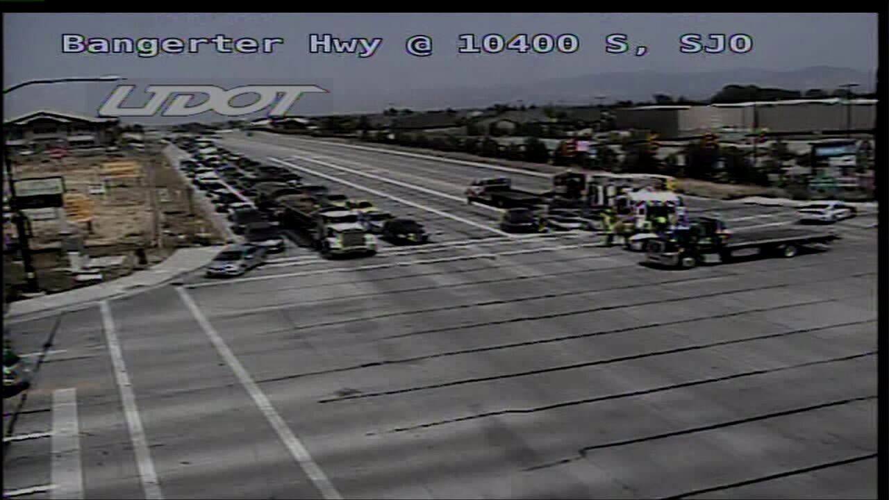 Crash forces lane closures on Bangerter Hwy.
