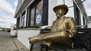 Statue of Jack Daniel in Hamilton.jpg