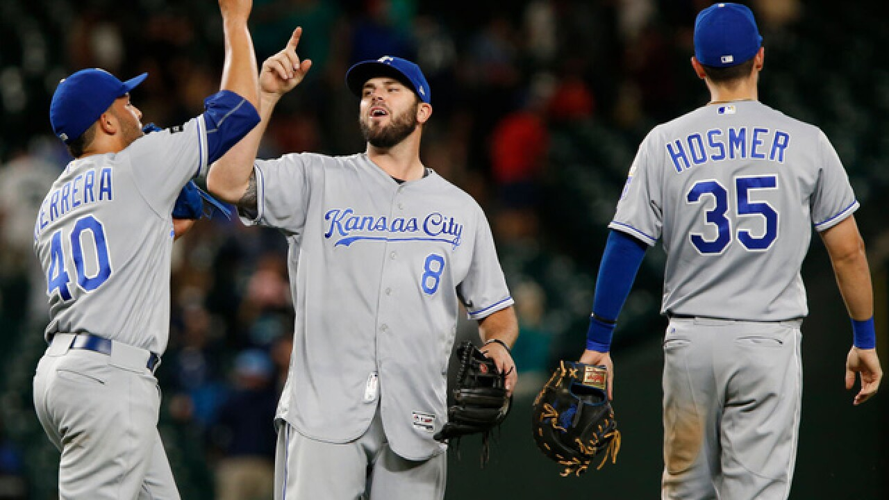 Royals ride homers to series sweep of Mariners, within half game of 1st place