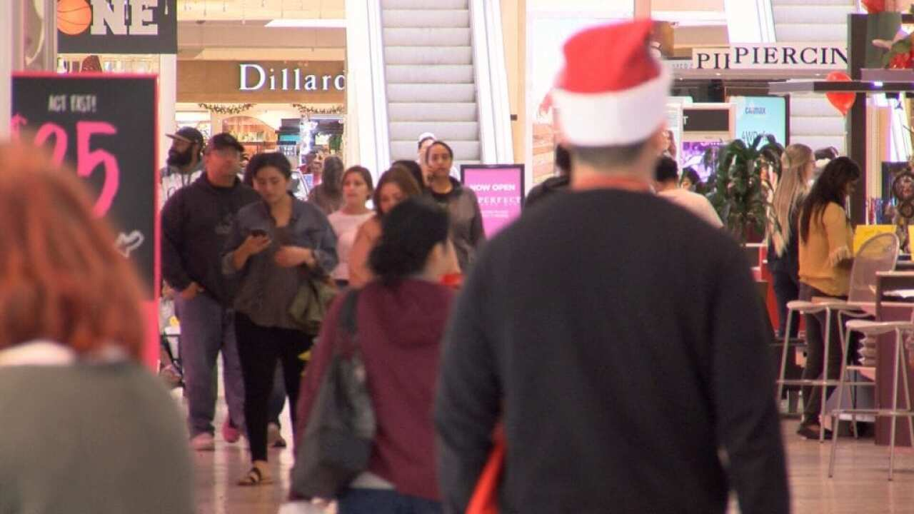 Several stores to Thursday at La Palmera Mall