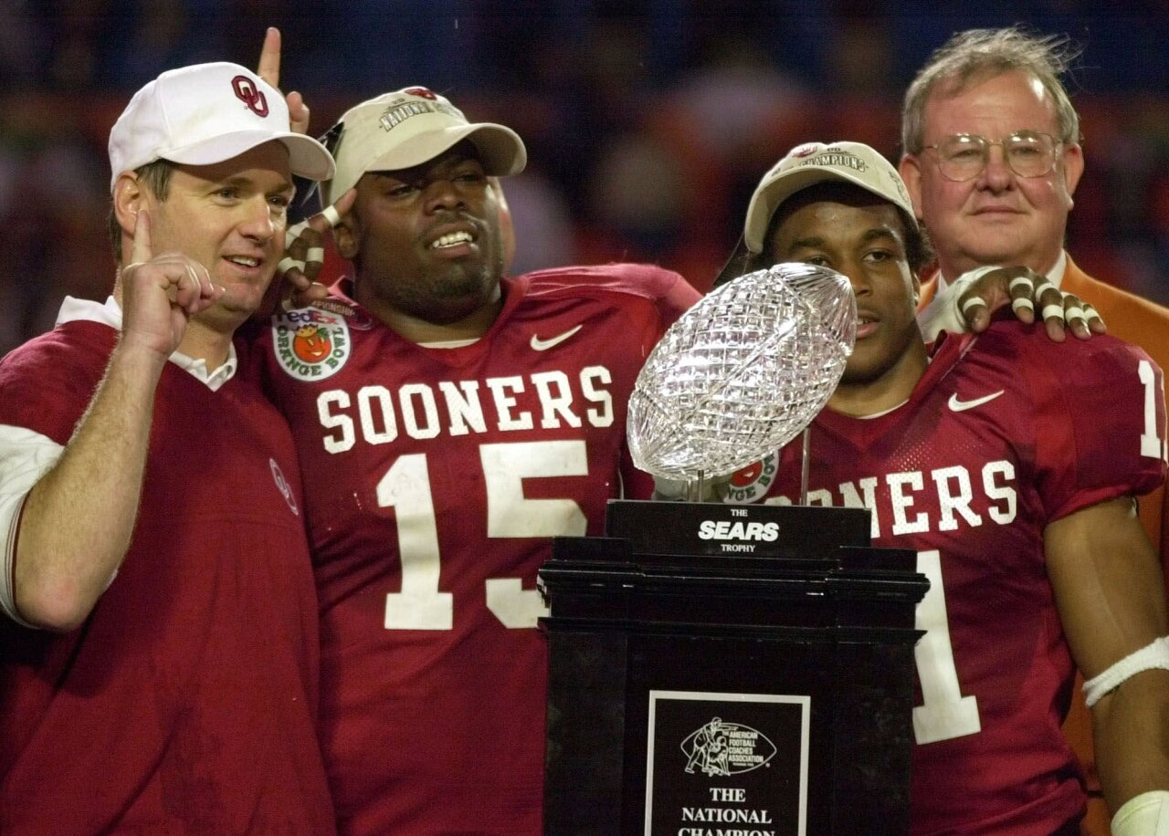 Oklahoma Sooners head coach Bob Stoops and players celebrate after 2001 Orange Bowl victory