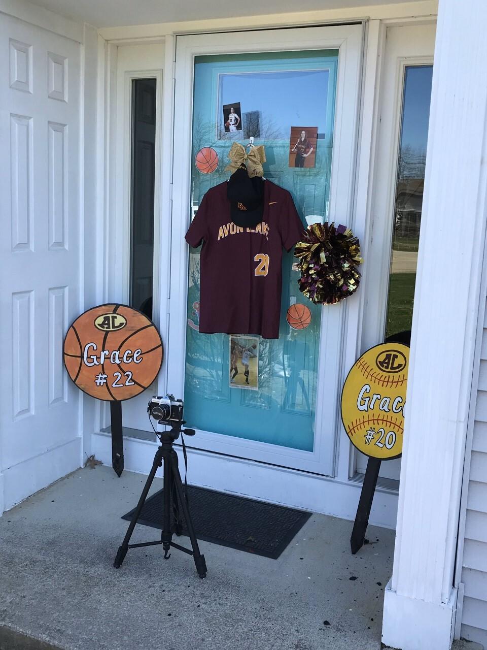 Avon Lake Senior decorating their doors.