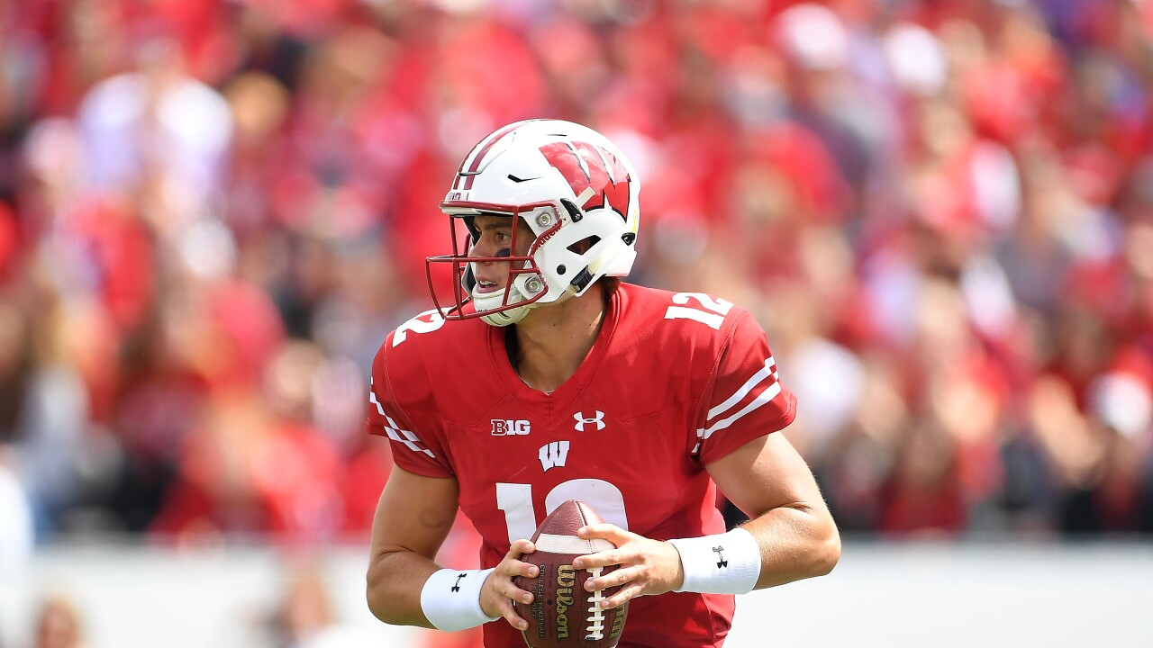 UW-Madison quarterback Alex Hornibrook plays vs the New Mexixo Lobos