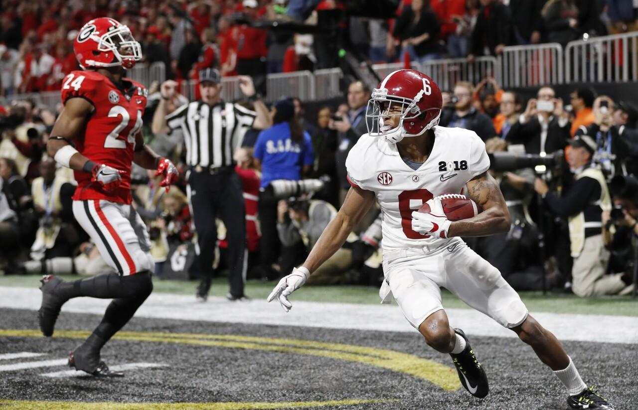 Alabama Crimson Tide receiver DeVonta Smith catches game-winning TD in OT vs. Georgia Bulldogs in 2018 College Football Playoff