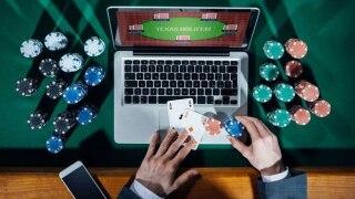 Gambling-on-the-internet.jpg