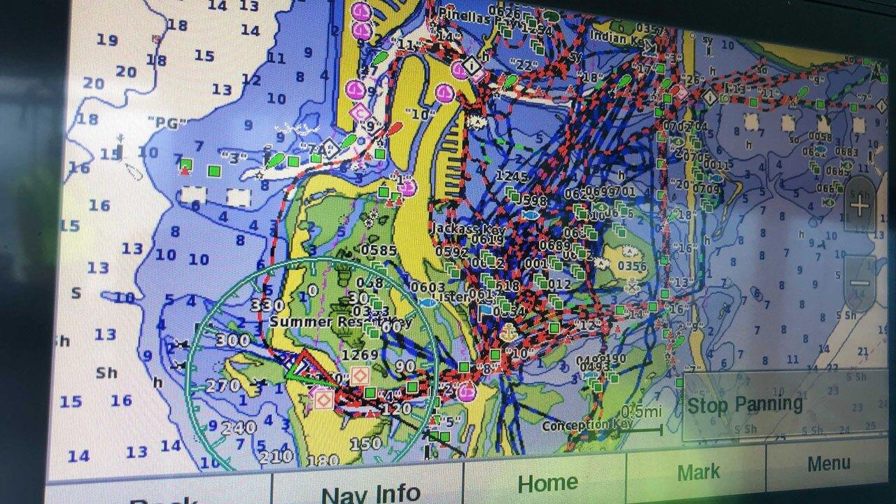 boat-crews-clean-red-tide-2-WFTS-HOLLENBECK.jpg