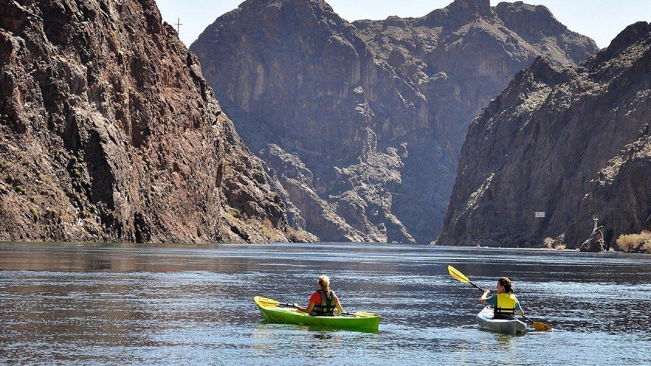 kayaking-1814437_1280.jpg