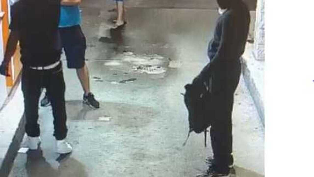 Man grabs suspect's gun during robbery attempt
