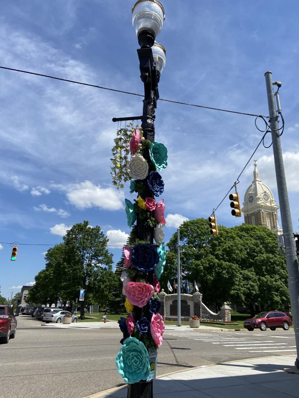 Light pole outside of Howard Hanna in downtown Mason