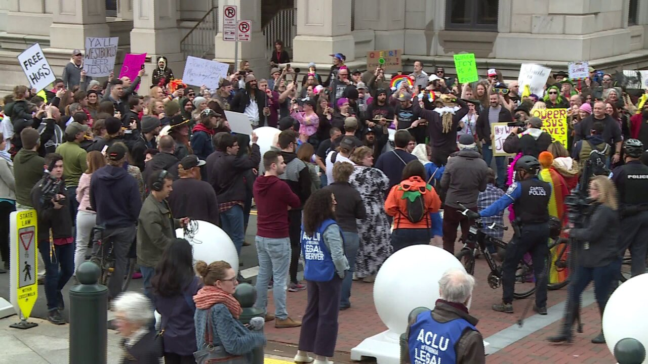 Counter-protesters outnumber hate group at VCU, StateCapitol