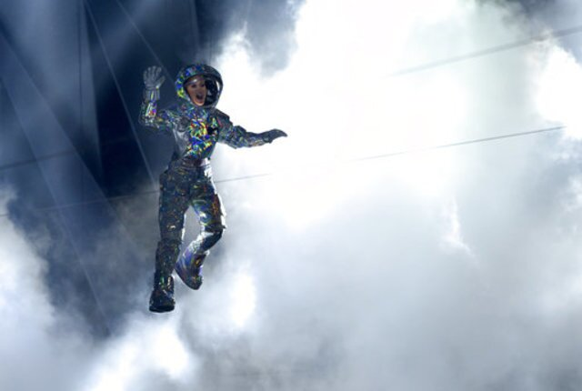 PHOTOS: MTV VMAs full of emotional, political moments