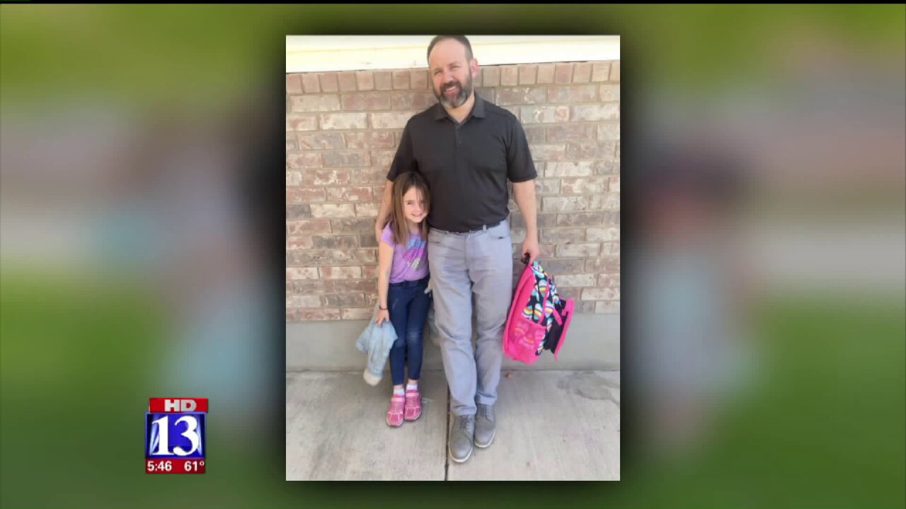 Photo goes viral after Utah dad makes cheering up embarrassed daughter a No. 1priority