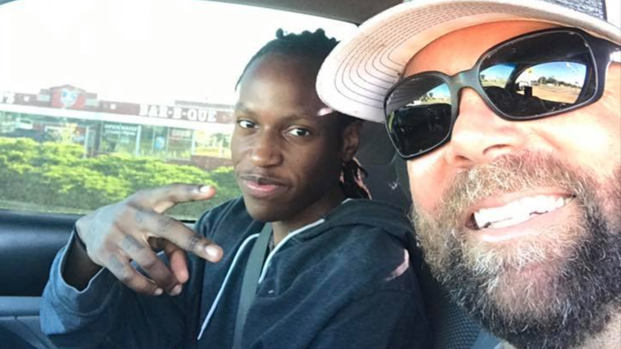 Strangers buy car for 20-year-old Texas man who walks 3 miles to work