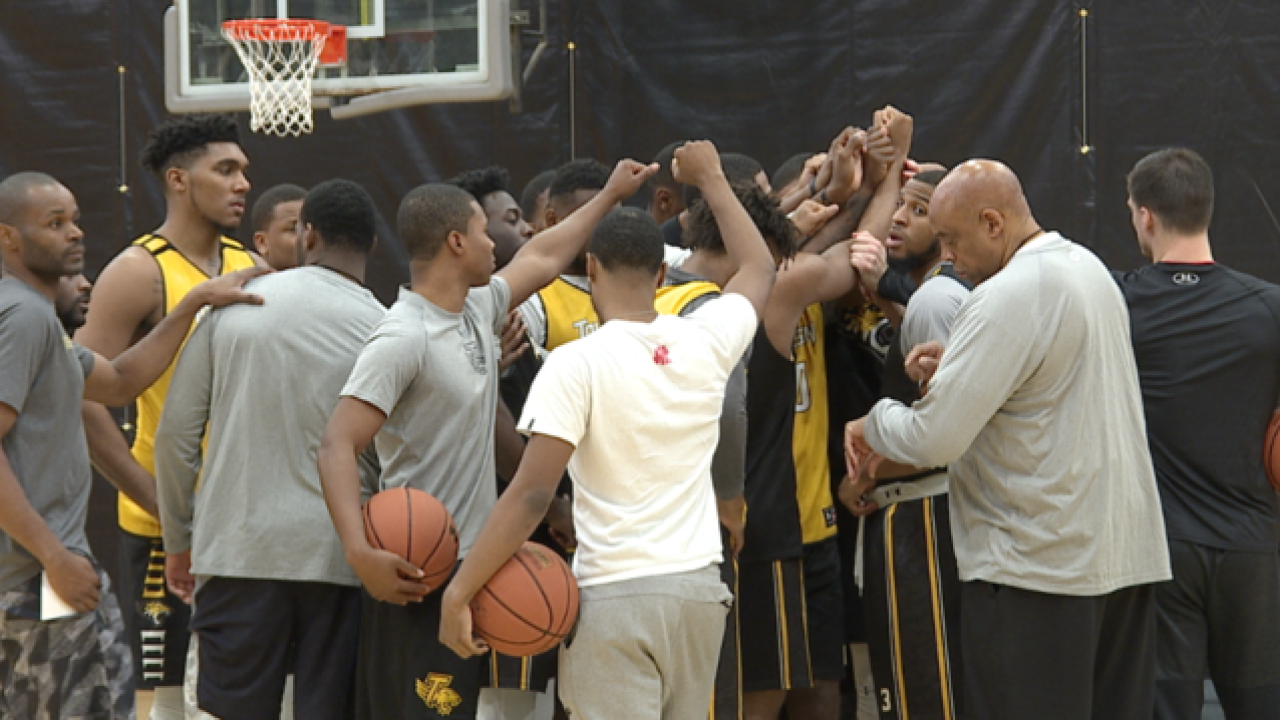 Towson men's hoops off to record start