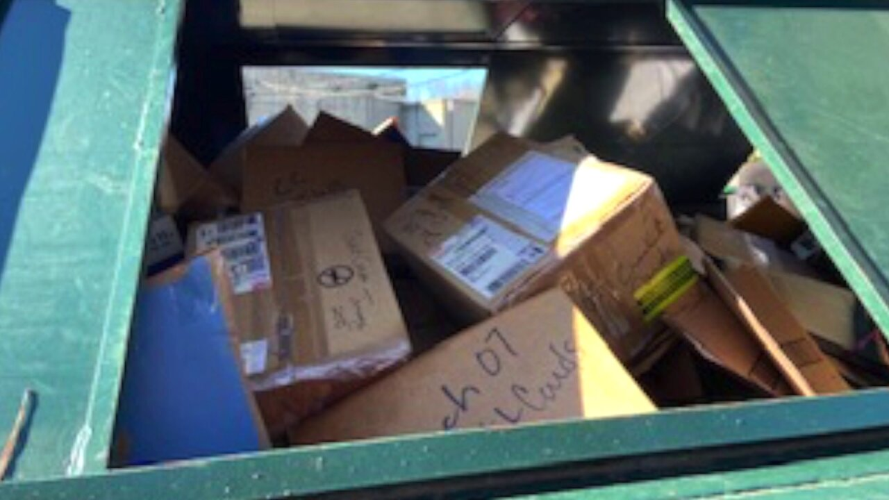 Restaurant employee, customer info discovered unshredded in boxes