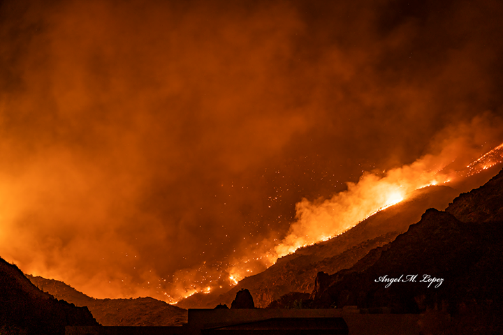The Bighorn Fire burning in the Catalina Mountain ranges at night