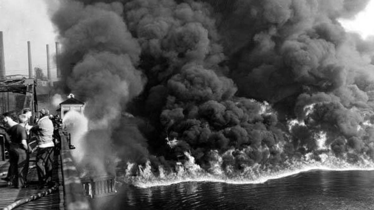 Cuyahoga_River_fire_1952__Jefferson_St_and_W_3rd.jpg
