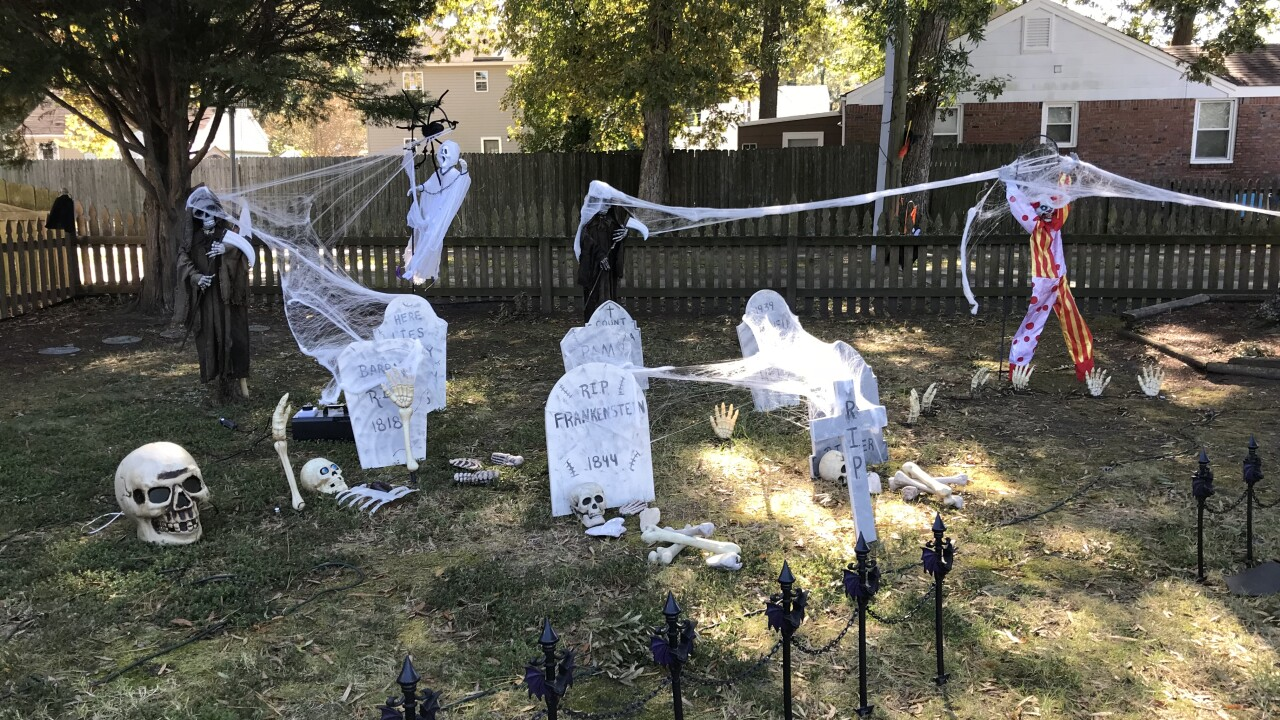 Norfolk home transforms into haunted house to bring community together