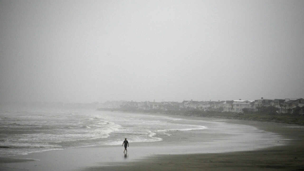 Hurricane Matthew makes landfall in South Carolina