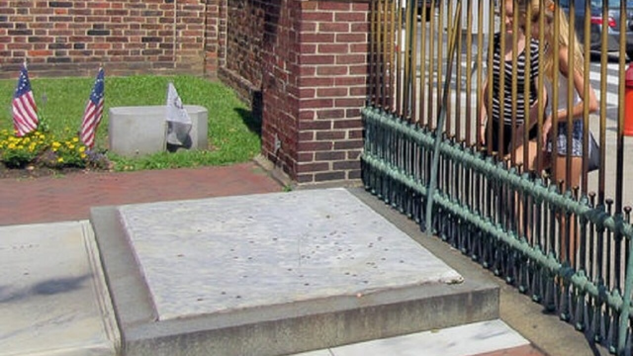 Benjamin Franklin's gravestone develops crack from pennies