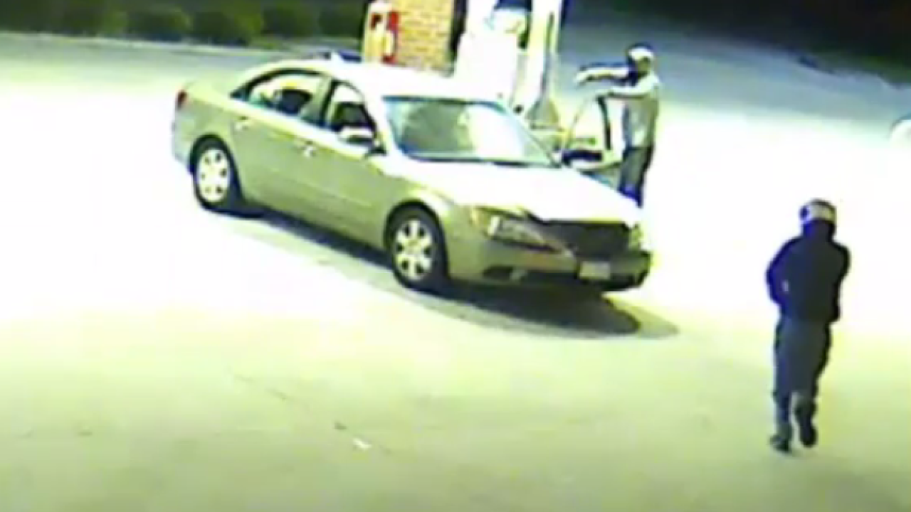 Virginia Beach Detectives searching for two suspects in robberyinvestigation