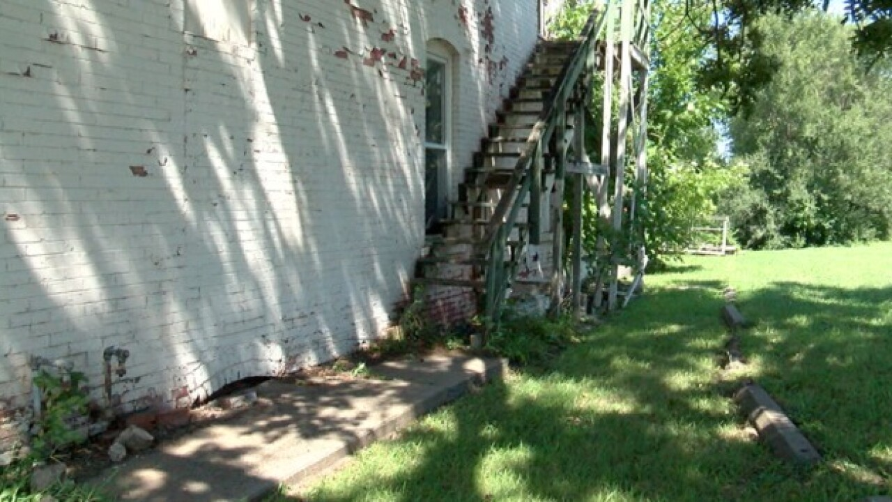 Independence neighbors call building dangerous