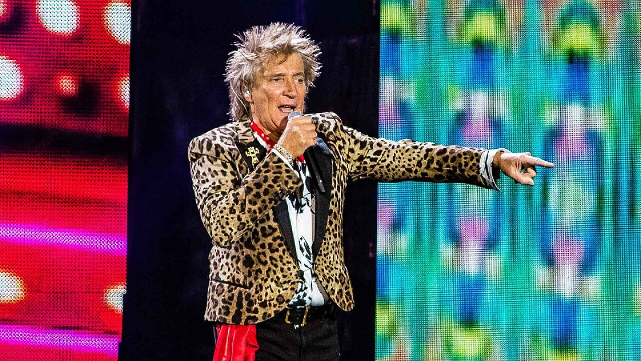 Rod Stewart reveals battle with prostate cancer