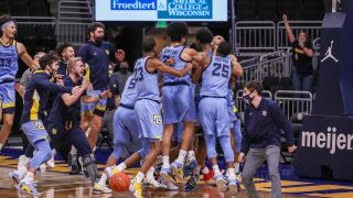 Marquette stuns No. 4 Wisconsin on buzzer beater