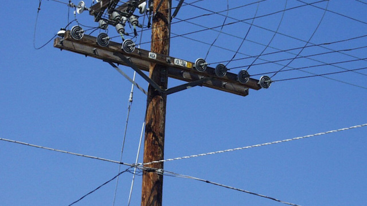 Hundreds without power in Escondido after car crashes into power pole