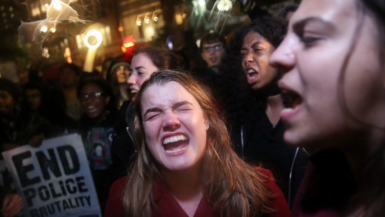 Anti-Trump protesters swarm NYC, Chicago
