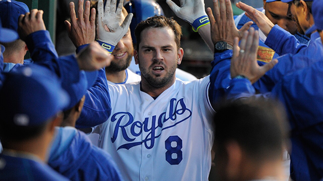 Report: Moustakas signs one-year deal with Royals