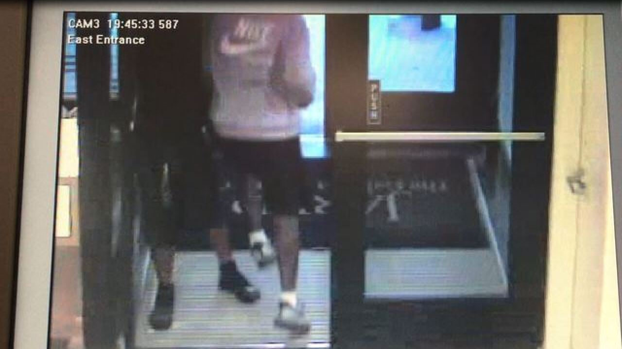 Teens use hammers in Copley jewelry smash & grab