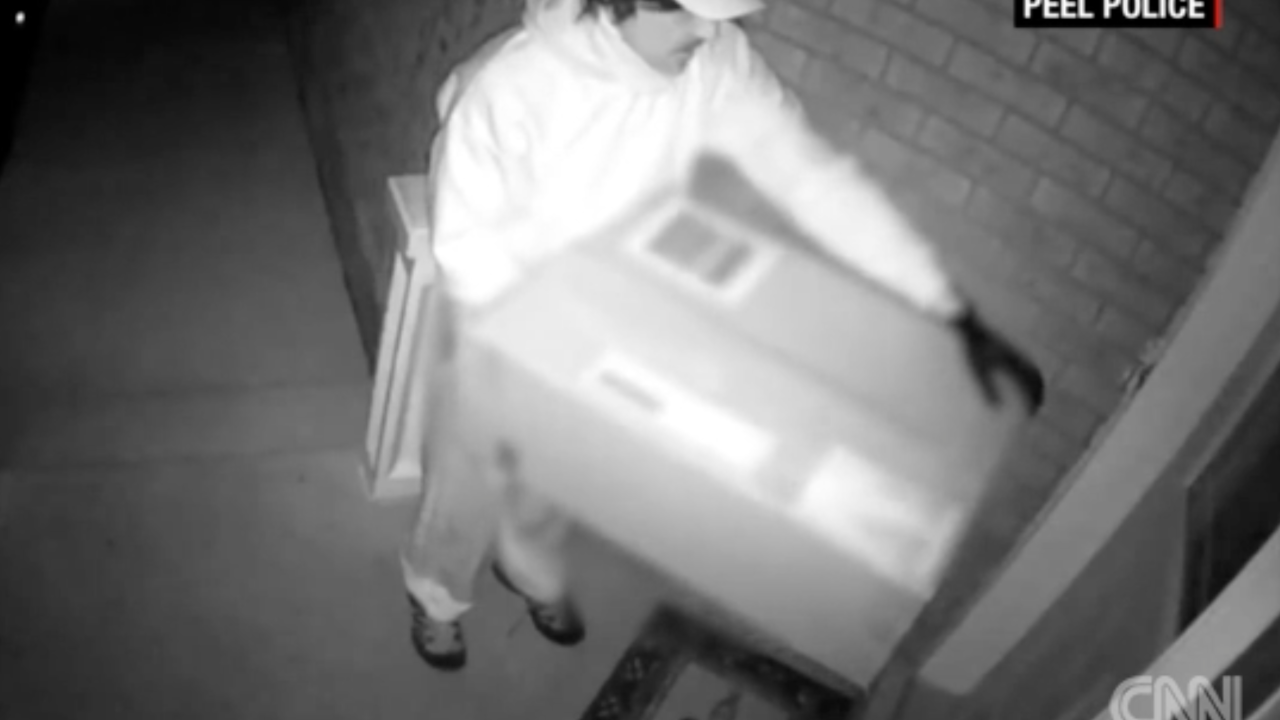 Police looking for fake Canadian deliveryman who shot victim with crossbow