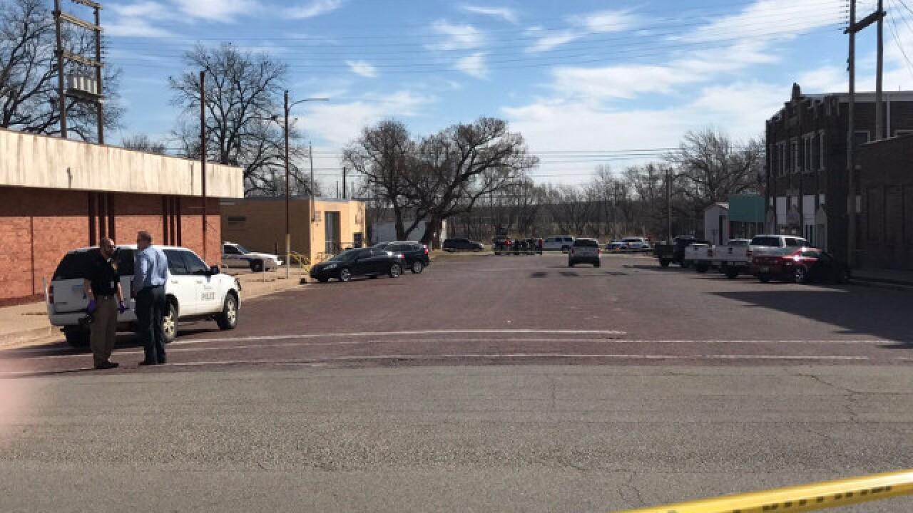 Witness: Man shot wife, police shot him