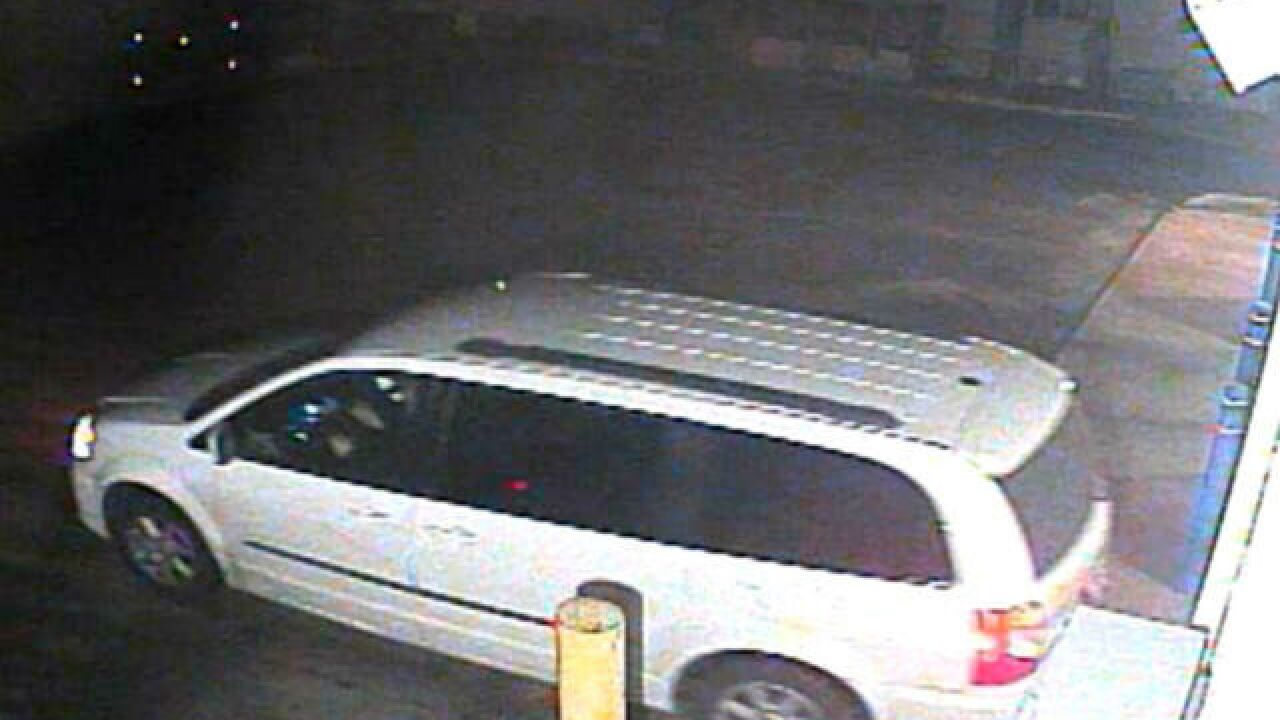 Police looking for man who stole from car washes